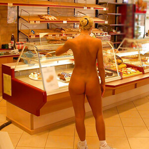 Nackt geschichte Geschichte: Nackt